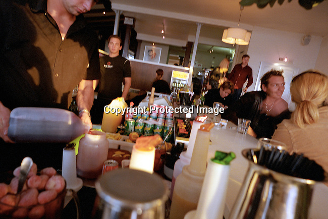 dippnig00134 People Nightlife A bartender is mixing a drink at Caprice bar in Camps Bay, South Africa on October 24, 2003. The club is one of the most popular bars in Cape Town..©Per-Anders Pettersson/ iAfrika Photos