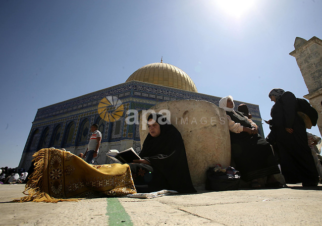 Muslims pray in front of the Dome of the Rock on the compound known to Muslims as al-Haram al-Sharif and to Jews as Temple Mount during the final Friday of the holy month of Ramadan in Jerusalem's Old City September 3, 2010. Photo by Mohamar Awad