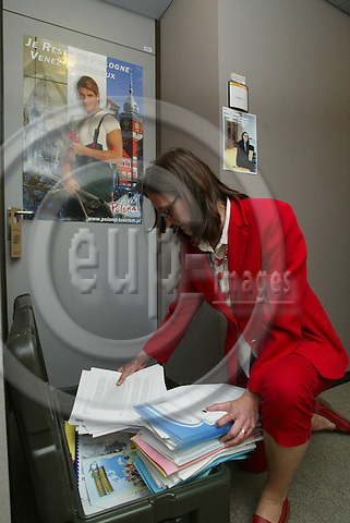BRUSSELS - BELGIUM - 10 MAY 2006 -- Swedish MEP Cecilia MALMSTRÖM (Malmstroem, Malmstrom) packing her moving box with documents for the next EP-session in Strasbourg. PHOTO: ERIK LUNTANG / EUP-IMAGES