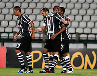 MANIZALES- COLOMBIA - 11-02-2015: Los jugadores del Corinthians, celebran el gol anotado Once Caldas a durante partido de vuelta entre Once Caldas de Colombia y Corinthians de Brasil por la primera fase, repechaje 6, de la Copa Bridgestone Libertadores en el estadio Palogrande, de la ciudad de Manizales. / The players of Corinthians, celebrate a goal scored to Once Caldas during a match for the second leg between Once Caldas of Colombia and Corinthians of Brasil for the first phase, playoff 6, of the Copa Bridgestone Libertadores in the Palogrande stadium in Manizales city. Photos: VizzorImage / Santiago Osorio / Str.