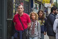 London Streetstyles, Irish family strolling on Tottenham Court Road