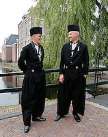 Nederland Volendam 2015 06 28. Volendammerdag in Volendam. Tijdens Volendammerdag lopen veel inwoners van Volendam in klederdracht