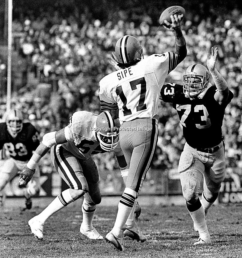 Cleveland Browns QB Brian Sipe is rushed by Oakland Raiders Dave Brownig. (1979 photo/Ron Riesterer)