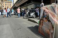 Roma, 19 Agosto 2017<br /> Rifugiati sgomberati mettono in salvo le immagini sacre con Cristo e angeli.<br /> Piazza indipendenza<br /> Polizia sgombera palazzo occupato da 4 anni da circa 500 rifugiati somali ed eritrei