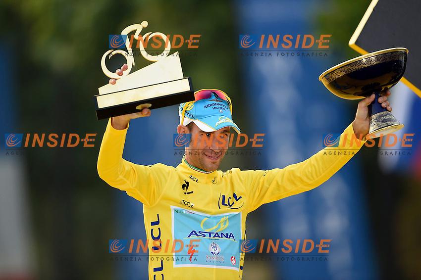 NIBALI Vincenzo ITA of Astana Pro Team  <br /> Maillot Jaune<br /> Vainquer Tour de France 2014<br /> Podium <br /> Vincenzo Nibali maglia Gialla vince il Tour de France <br /> Ciclismo Tour de France 27-07-2014<br /> 21ma Tappa - Evry / Paris Champs Elysees <br /> Foto Insidefoto