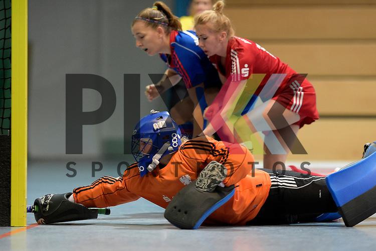 GER - Mannheim, Germany, December 19: During the 1. Bundesliga Sued Damen indoor hockey match between Mannheimer HC (blue) and Nuernberger HTC (red) on December 19, 2015 at Irma-Roechling-Halle in Mannheim, Germany.  Pauline Kosmann #1 of Nuernberger HTC<br /> <br /> Foto &copy; PIX-Sportfotos *** Foto ist honorarpflichtig! *** Auf Anfrage in hoeherer Qualitaet/Aufloesung. Belegexemplar erbeten. Veroeffentlichung ausschliesslich fuer journalistisch-publizistische Zwecke. For editorial use only.