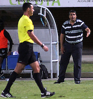 CÚCUTA -COLOMBIA, 28-09-2013.  Santiago Escobar técnico de Once durante el encuentro entre Cucuta Deportivo y Once Caldas válido por la fecha 12 de la Liga Postobon II disputado en el estadio General Santander de la ciudad de Cucuta./ Santiago Escobar coach of Once during  the match between Cucuta Deportivo and Once Caldas valid for the date 12 of the Postobon League II at the General Santander Stadium in Cucuta city. Photo: VizzorImage/Manuel Hernandez/STR