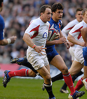 Twickenham, GREAT BRITAIN, Mike CATT running at the French with ball in hand, during the England vs France Six Nations Rugby International at Twickenham Stadium England on Sunday 11.03.2007,  [Photo Peter Spurrier/Intersport Images]