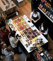 Nederland -  Amsterdam -  2018.  Chocoa Festival in de Beurs van Berlage. Tijdens het Chocoa Festival leer je onder andere over het proces van cacaoboon naar chocoladereep en proef je de enorme verscheidenheid aan smaken van goede cacao en betere chocolade. Patisserie Linnick Amsterdam.     Foto mag niet in negatieve context gepubliceerd worden.   Foto Berlinda van Dam / Hollandse Hoogte