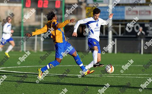 2011-12-18 / Voetbal / seizoen 2011-2012 / Ternesse - Merksem SC / Oteng (L, Merksem) met Schots.Foto: Mpics.be