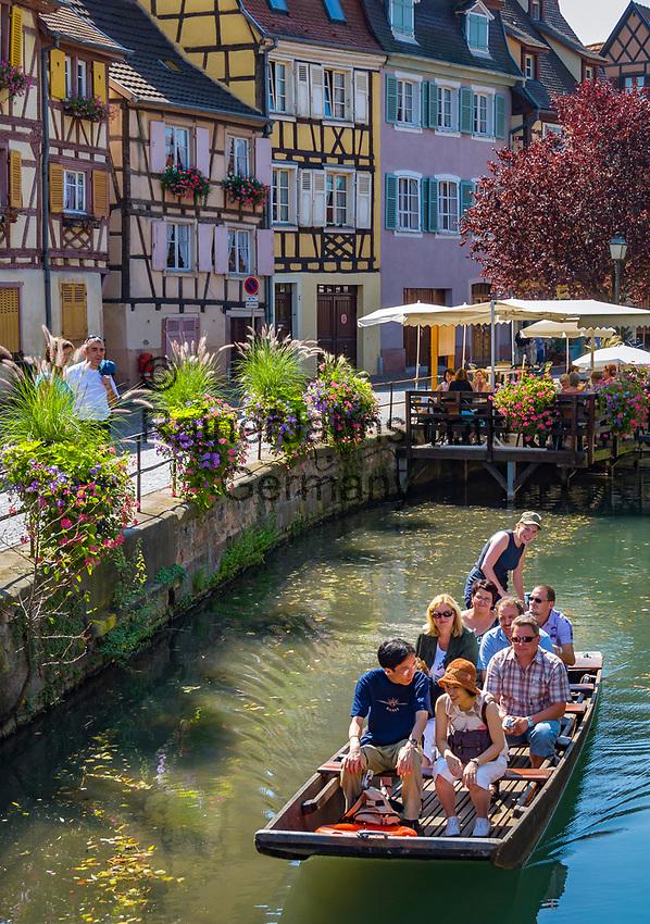 France, Alsace, Haut-Rhin, Colmar: Petite Venise (Little Venice) boat trip at river Lauch passing the fishmonger's district   Frankreich, Elsass, Haut-Rhin, Colmar: Petite Venise (Klein Venedig) Bootsrundfahrt auf dem Fluss Lauch entlang dem Fischerufer