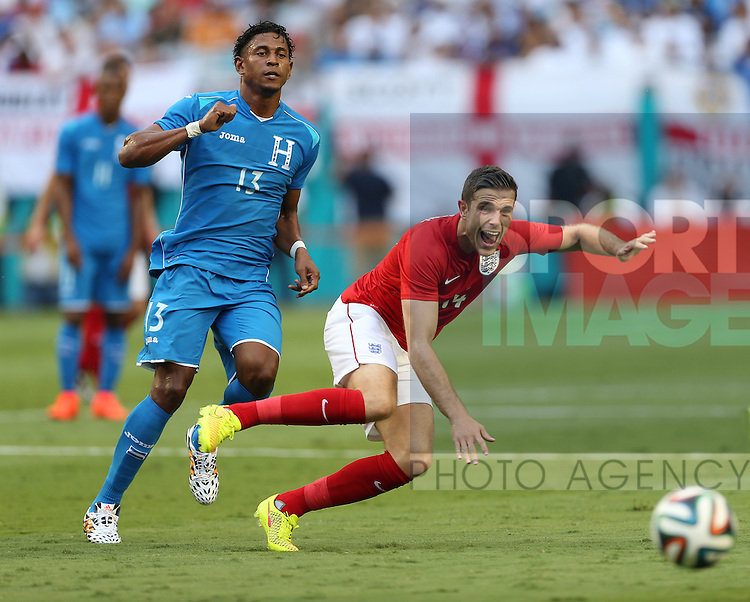 England's Jordan Henderson tussles with Honduras Carlo Costly<br /> <br /> England vs Honduras  - International Friendly - Sun Life Stadium - Miami - USA - 07/06/2014  - Pic David Klein/Sportimage