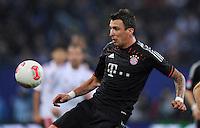 USSBALL   1. BUNDESLIGA    SAISON 2012/2013    10. Spieltag   Hamburger SV - FC Bayern Muenchen                    03.11.2012 Mario Manzukic (FC Bayern Muenchen) Einzelaktion am Ball