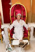 Rodrigo Alves Visits Salon Petra