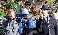 11 NOVEMBRE 2012 - LOS ANGELES - ETATS-UNIS - BRIAN LITTRELL ET KEVIN RICHARDSON EN REPETITION POUR LEUR PERFORMANCE LORS DE L'ILLUMINATION DE L' ARBRE DE NOEL DE THE GROVE (KDENA/NortePhoto)