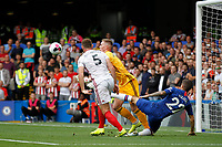 The ball works its way loose from Dean Henderson of Sheffield United during the Premier League match between Chelsea and Sheff United at Stamford Bridge, London, England on 31 August 2019. Photo by Carlton Myrie / PRiME Media Images.