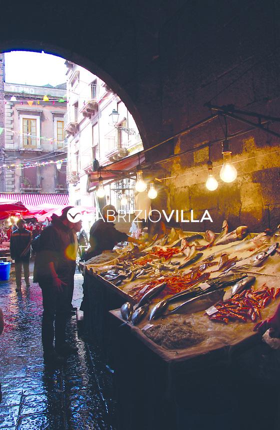 Italia, italy, Sicilia, Sicily, Catania. La Pescheria fish market near Piazza (square) Duomo.