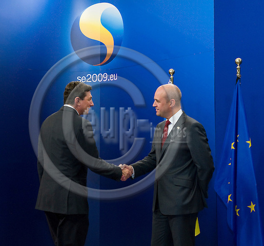 Brussels-Belgium - September 17, 2009 -- Informal European Council, EU-summit under Swedish Presidency; here, Fredrik REINFELDT (ri), Prime Minister of Sweden, welcomes Borut PAHOR (le), Prime Minister of Slovenia -- Photo: Horst Wagner / eup-images