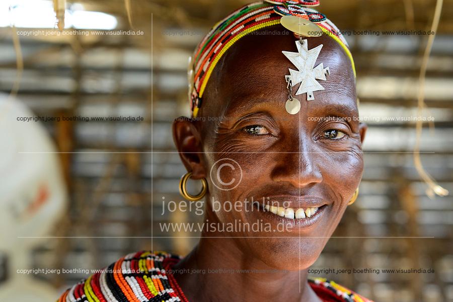 KENYA, Marsabit, Samburu village Merille, Rapunye Ntumo a women self help group / KENIA, Marsabit, Samburu Dorf Merille, Rapunye Ntumo Frauen Selbsthilfegruppe, Frau Ntina Lataraja, 39 Jahre