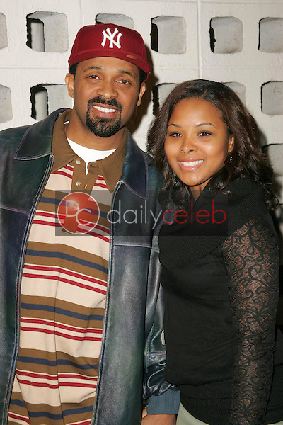 Mike Epps and wife<br />at the premiere of &quot;Something New&quot;. Cinerama Dome, Hollywood, CA 01-24-06<br />Dave Edwards/DailyCeleb.com 818-249-4998