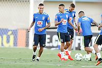 GOIANIA, GO, 29.07.2016 - BRASIL-JAP&Atilde;O - Neymar Jr (E) da sele&ccedil;&atilde;o ol&iacute;mpica brasileira de futebol no Est&aacute;dio Serra Dourada, em Goi&acirc;nia (GO), nesta sexta-feira,29. A equipe enfrentar&aacute; o Jap&atilde;o em partida amistosa no s&aacute;bado (30), em prepara&ccedil;&atilde;o para os Jogos Ol&iacute;mpicos do Rio.<br /> (Foto: Marcos Souza/Brazil Photo Press)