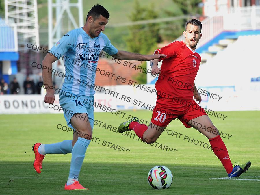Fudbal Super liga season 2014-2015<br /> Novi Pazar v Vozdovac<br /> Admir Kecap (#14) u duelu sa Anej Lovrecic (#20)<br /> Novi Pazar, 13. 5. 2015<br /> foto: Emir Sadovic/Starsportphoto &copy;