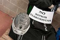 Bergarbeiterstreik in Spanien.<br />Am 5. Juli 2012 erreichten 200 Bergarbeiter mit dem &bdquo;Marcha Negra&ldquo; (der Schwarze Marsch) nach 14 Tagen und 381,7 Kilometer Marsch die Ortschaft Sanchidrian in der Provinz Avila. Am 11. Juli 2012 wollen die Mineros in Madrid eintreffen und vor das Wirtschaftsministerium gehen.<br />Mit dem Marcha Nagra und dem seit Mai andauernden Streik der Mineros soll die Regierung gezwungen werden, die Kuerzung von 64% der Bergbaufoerderung zurueck zu nehmen. Die Kuerzung bedeutet das Aus fuer den spanischen Bergbau und tausende Bergarbeiter sind von Arbeitslosigkeit bedroht.<br />Im Bild: Die Mineros erholen sich und schlafen gemeinsam in einer Turnhalle.<br />5.7.2012, Sanchidrian/Spanien<br />Copyright: Christian-Ditsch.de<br />[Inhaltsveraendernde Manipulation des Fotos nur nach ausdruecklicher Genehmigung des Fotografen. Vereinbarungen ueber Abtretung von Persoenlichkeitsrechten/Model Release der abgebildeten Person/Personen liegen nicht vor. NO MODEL RELEASE! Don't publish without copyright Christian-Ditsch.de, Veroeffentlichung nur mit Fotografennennung, sowie gegen Honorar, MwSt. und Beleg. Konto:, I N G - D i B a, IBAN DE58500105175400192269, BIC INGDDEFFXXX, Kontakt: post@christian-ditsch.de.<br />Urhebervermerk wird gemaess Paragraph 13 UHG verlangt.]
