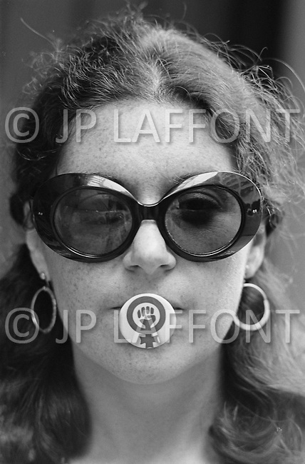 August 1970, Manhattan, New York City, New York State, USA --- Lawyer and member of the National Organization for Women Karen DeCrow holding a NOW pin in her mouth during a protest against the McSorley Old Ale House in Manhattan in 1970. The bar had refused to serve women until 1970. --- Image by © JP Laffont