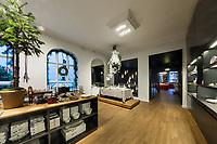 Royal Copenhagen Flagshipstore og julebordene 2018, Amagertorv 6, 1160 København fotograferet julen 2018.