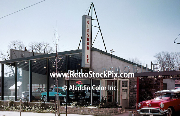 retro auto showroom of the falls oldsmobile dealership. Black Bedroom Furniture Sets. Home Design Ideas