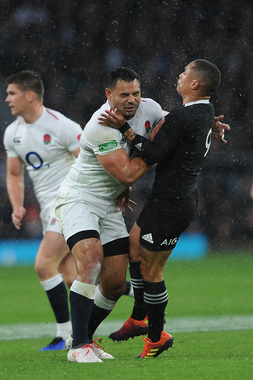 Ben Te'o of England and Aaron Smith of New Zealand clash in midfield during the Quilter International match between England and New Zealand at Twickenham Stadium on Saturday 10th November 2018 (Photo by Rob Munro/Stewart Communications)