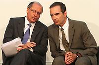 ATENCÃO EDITOR: FOTO EMBARGADA PARA VEICULO INTERNACIONAL - SÃO PAULO, SP, 05 NOVEMBRO 2012 - TRANSFERÊNCIA DO ED ERMÍNIO DE MORAES PARA O GOVERNO DO ESTADO   - O governador Geraldo Alckmin (direita) com Jose Roberto Ermínio de Moraes assinou naessa segunda-feira, o termo de transferência do Edifício Ermírio de Moraes para o Governo do Estado. O prédio, localizado na praça Ramos de Azevedo, abrigará a Secretaria da Agricultura e faz parte do plano de revitalização do centro de São Paulo. Na região central da cidade nessa, segunda 5. (FOTO: LEVY RIBEIRO / BRAZIL PHOTO PRESS)