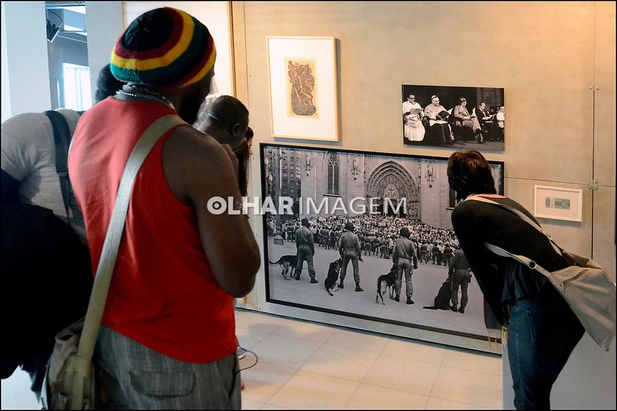 Foto de Juca Martins, Movimento Contra o Custo de Vida em exposição no SESC 24 de Maio,Dom Jose de Barros, São Paulo. 2017. Foto de Juca Martins.