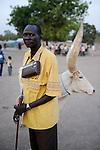 South Sudan, Rumbek, Dinka man with radio / SUEDSUDAN Rumbek , Dinka Mann mit Radio