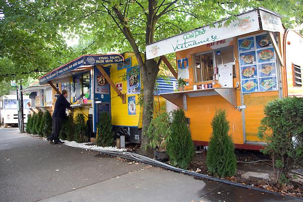 07 October 2009 - Portland, Oregon - Food stands downtown.  Photo Credit: Elizabeth A. Miller/Sipa Press
