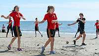 20180302 - LARNACA , CYPRUS : illustration picture shows a Muscular warm up training session on the beach with Lenie Onzia (left) and Janice Cayman before a women's soccer game between The Belgian Red Flames and Spain , on friday 2 March 2018 on the CTO Beach in Larnaca , Cyprus . The game will be the second game in group B for Belgium during the Cyprus Womens Cup , a prestigious women soccer tournament as a preparation on the World Cup 2019 qualification duels. PHOTO SPORTPIX.BE | DAVID CATRY