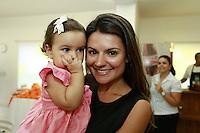 """ATENÇÃO EDITOR: FOTO EMBARGADA PARA VEÍCULOS INTERNACIONAIS. SAO PAULO, SP, 11 DE DEZEMBRO DE 2012. LANÇAMENTO DO BLOG MAMAE DE PRIMEIRA VIAGEM. A cantora Mariana Belem promove o lançamento do seu novo blog """"Mamãe de primeira viagem"""" que terá dicas sobre gestação e maternidade. A página Mamãe de Primeira Viagem terá informações sobre o dia a dia da família, depoimentos de outras mães, e da própria Mariana, vídeos, entrevistas e looks especiais para as crianças. O lancamento aconteceu na tarde desta terça feira nos Jardins. FOTO ADRIANA SPACA - BRAZIL PHOTO PRESS."""