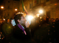 Il leader del Popolo Viola Gianfranco Mascia durane i festeggiamenti per le dimissioni del Presidente del Consiglio Silvio Berlusconi, davanti a Palazzo Grazioli, Roma, 12 novembre 2011..Violet People's leader Gianfranco Mascia addresses demonstrators celebrating outside the residence of the Italian Premier Silvio Berlusconi, after he resigned, in Rome, 12 november 2011..UPDATE IMAGES PRESS/Riccardo De Luca