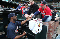 SAN FRANCISCO - APRIL 10:  Jason Heyward of the Atlanta Braves signs autographs before the game between the Atlanta Braves and the San Francisco Giants on Saturday, April 10, 2010, at AT&T Park in San Francisco, California. The Braves defeated the Giants 7-2.  (Photo by Brad Mangin)
