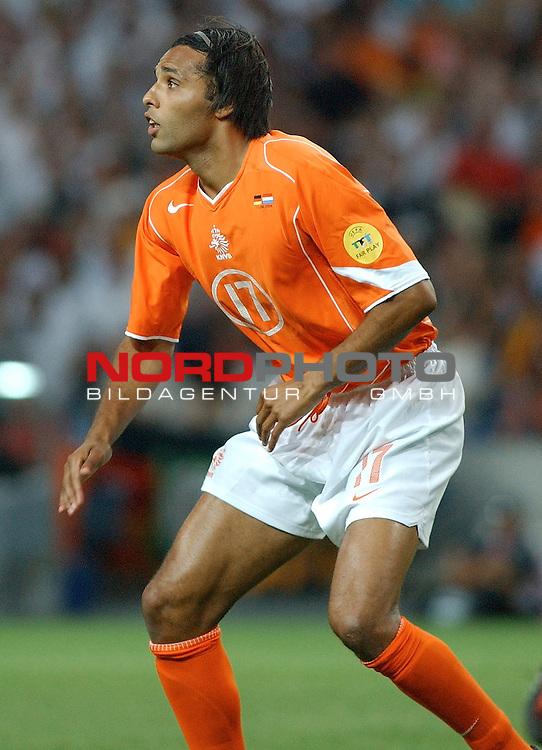Europameisterschaft 2004 Portugal<br /> <br /> <br /> <br /> Deutschland - Niederlande<br /> <br /> <br /> <br /> Pierre van Hooijdonk (Niederlande)<br /> <br /> <br /> <br /> Foto &copy; nordphoto
