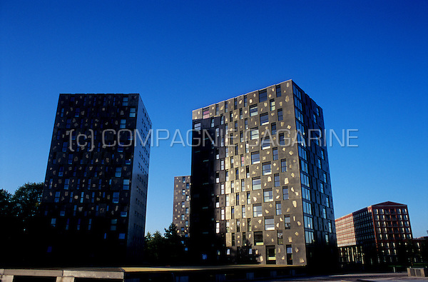 The Parkappartementen towers inside the Chassé Parke in Breda, designed by Xaveer de Geyter (Netherlands, 08/09/2006)