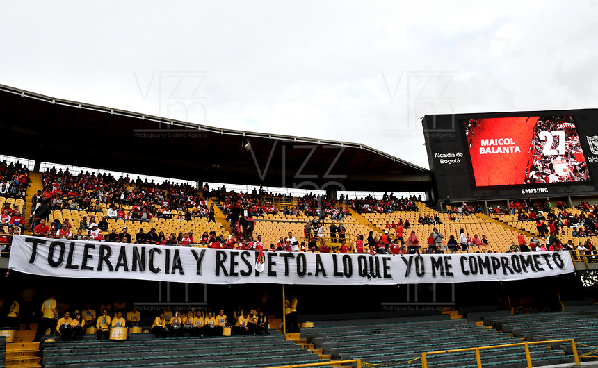 BOGOTÁ-COLOMBIA, 09-11-2019: Hinchas de Independiente Santa Fe animan a su equipo durante partido de la fecha 1 de los cuadrangulares semifinales entre Independiente Santa Fe y América de Cali, por la Liga Águila II 2019, jugado en el estadio Nemesio Camacho El Campín de la ciudad de Bogotá. / Fans of Independiente Santa Fe cheer for their team during a match of the 1 date of the semifinals quarter finals between Independiente Santa Fe and America de Cali, for the Aguila Leguaje II 2019 played at the Nemesio Camacho El Campin Stadium in Bogota city. / Photo: VizzorImage / Luis Ramírez / Staff.