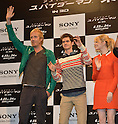 Rhys Ifans, Andrew Garfield and Emma Stone, Jun 13, 2012 : Tokyo, Japan - Andrew Garfield is flanked by Emma Stone and Rhys Ifans, left, as they pose for photographers during a news conference in Tokyo on Wednesday, June 13, 2012. The trio along with director Marc Webb was in town to promote a June 23 world premiere of The Amazing Spider-Man.  (Photo by Natsuki Sakai/AFLO)