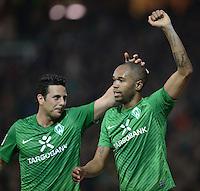 FUSSBALL   1. BUNDESLIGA  SAISON 2011/2012  30. SPIELTAG 10.04.2012 SV Werder Bremen - Borussia Moenchengladbach  JUBEL Werder Bremen; Torschuetze Naldo (re) und Claudio Pizarro