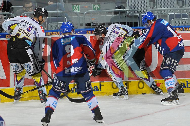 Krefelds Francois Methot (Nr.40) gegen Mannheims Marcel Goc (Nr.9) und rechts Krefelds Mark Voakes (Nr.19) gegen Mannheims Steve Wagner (Nr.14) beim Spiel in der DEL, Adler Mannheim - Krefeld Pinguine.<br /> <br /> Foto &copy; Ice-Hockey-Picture-24 *** Foto ist honorarpflichtig! *** Auf Anfrage in hoeherer Qualitaet/Aufloesung. Belegexemplar erbeten. Veroeffentlichung ausschliesslich fuer journalistisch-publizistische Zwecke. For editorial use only.