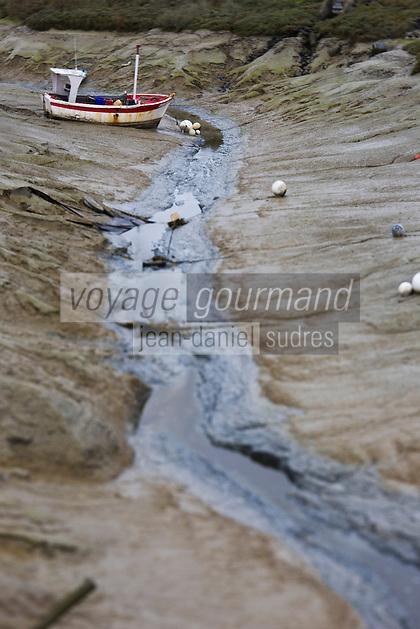 France, Ille-et-Vilaine (35), baie du Mont-Saint-Michel, classée Patrimoine Mondial de l'UNESCO, Le Vivier-sur-Mer, Port mytilicole Le Vivier-sur-Mer/Cherrueix // France, Ille et Vilaine, Bay of Mont Saint Michel, listed as World Heritage by UNESCO, Le Vivier sur Mer, Port mussel Vivier-sur-Mer/Cherrueix