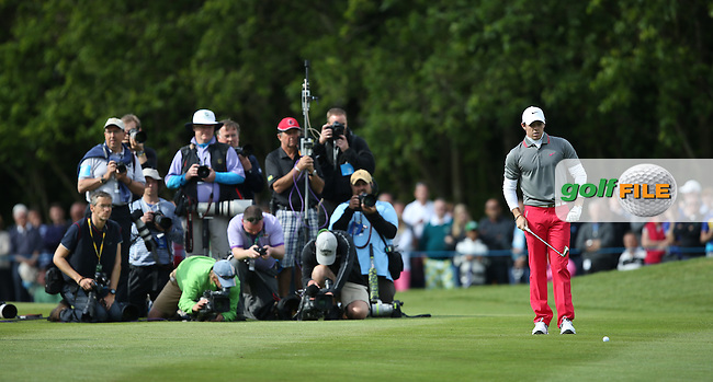 Last shot for Rory McIlroy (NIR) on the last draws in the photographers during the Final Round of the BMW PGA Championship from Wentworth Golf Club, Virginia Waters, London, UK. Picture:  David Lloyd / www.golffile.ie