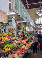 France, Provence-Alpes-Côte d'Azur, Menton: market hall - interior | Frankreich, Provence-Alpes-Côte d'Azur, Menton: Markthalle - innen
