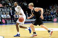 GRONINGEN - Basketbal, Donar - BSW Weert, Martiniplaza,  Dutch Basketball League, seizoen 2017-2018, 28-10-2017,  Donar speler Teddy Gipson met BSW Weert speler Jeroen van Vugt