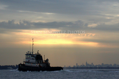 Tug going fast at dusk.